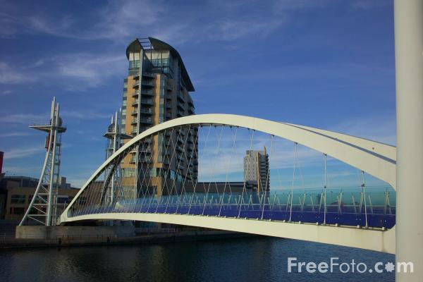 Picture of Salford Quays Millennium Bridge - Free Pictures - FreeFoto.com