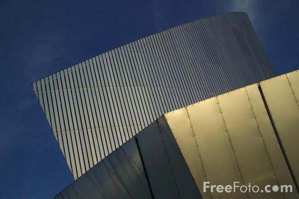 Picture of The Imperial War Museum North - Free Pictures - FreeFoto.com