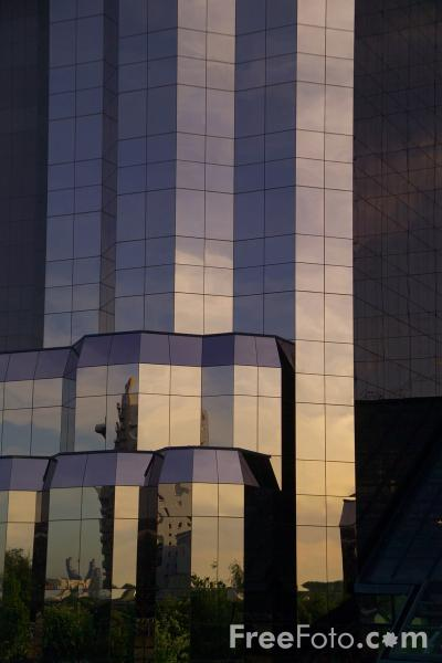 Picture of The Quay West building, Salford Quays - Free Pictures - FreeFoto.com
