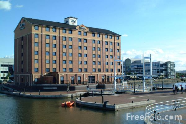 Picture of Holiday Inn Express, Salford Quays, Manchester - Free Pictures - FreeFoto.com