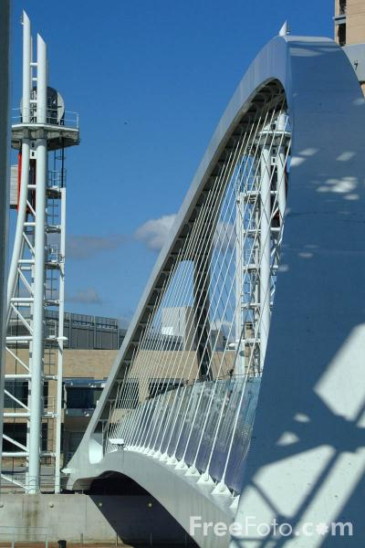 Picture of Lowry Bridge, Salford Quays, Manchester - Free Pictures - FreeFoto.com