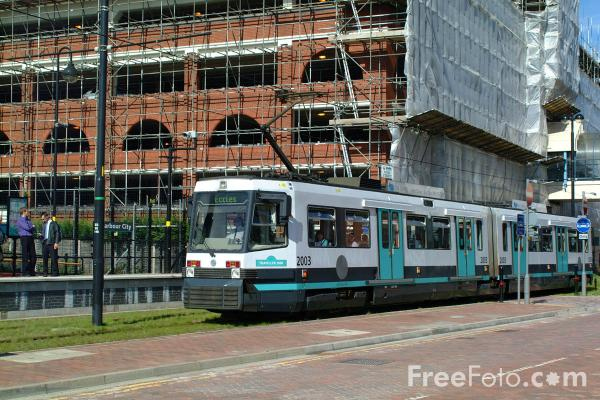 Picture of Metrolink Tram, Salford Quays, Manchester - Free Pictures - FreeFoto.com