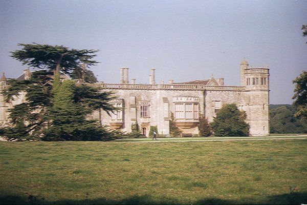 Picture of Lacock Abbey - Free Pictures - FreeFoto.com