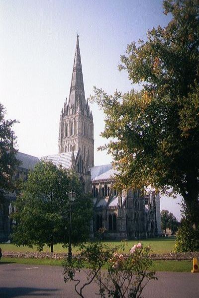 Picture of Salisbury Cathedral - one of the finest medieval buildings in Britain - Free Pictures - FreeFoto.com