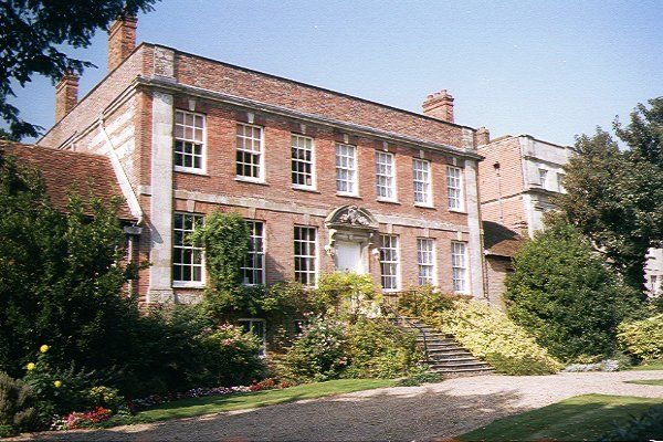 Picture of One of the fine house surrounding Salisbury Cathedral close - Free Pictures - FreeFoto.com
