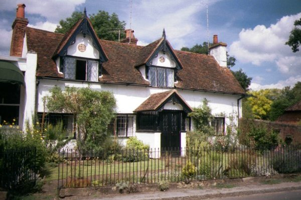 Picture of Cottage, Shere, Surrey - Free Pictures - FreeFoto.com