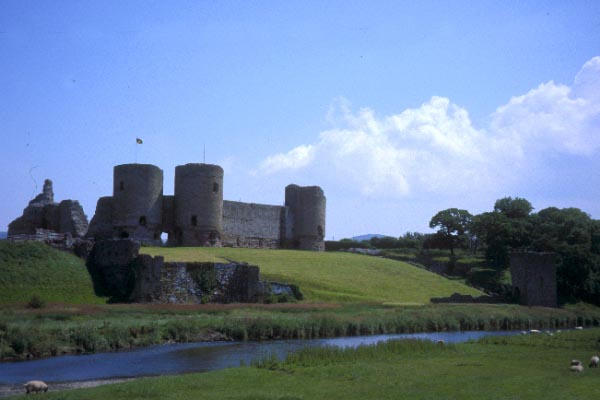 Picture of Rhuddlan Castle - Free Pictures - FreeFoto.com