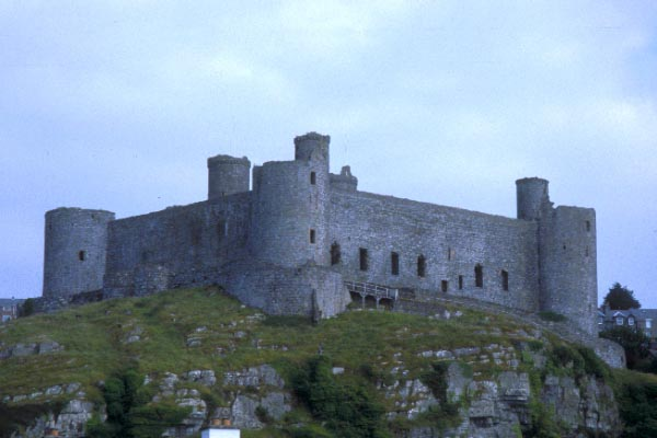 Picture of Harlech Castle - Free Pictures - FreeFoto.com
