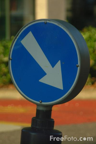 Picture of Keep Right Sign - Switzerland - Free Pictures - FreeFoto.com