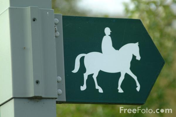 Picture of Public bridleway sign - Free Pictures - FreeFoto.com