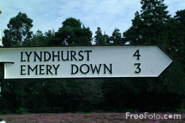 Picture of Old fashioned road sign, Bolderwood, Hampshire - Free Pictures - FreeFoto.com