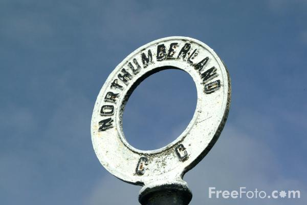 Picture of Old fashioned road sign, Northumberland - Free Pictures - FreeFoto.com