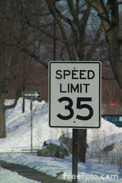Picture of Speed limit 35 mph road sign - Free Pictures - FreeFoto.com