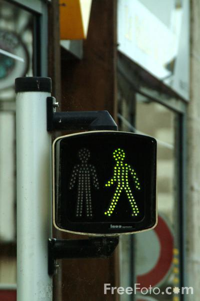Picture of Green Man Pedestrian Crossing - Free Pictures - FreeFoto.com