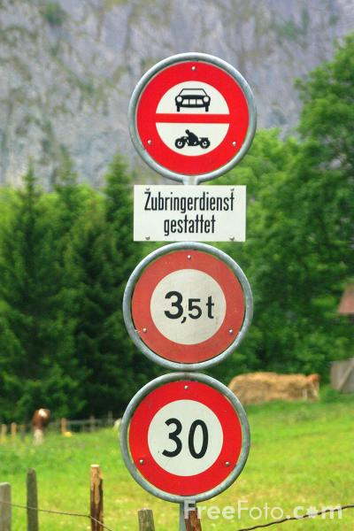 Picture of 30km Speed Limit - Swiss Road Sign - Free Pictures - FreeFoto.com