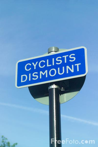 Picture of Cyclist Dismount sign - Free Pictures - FreeFoto.com