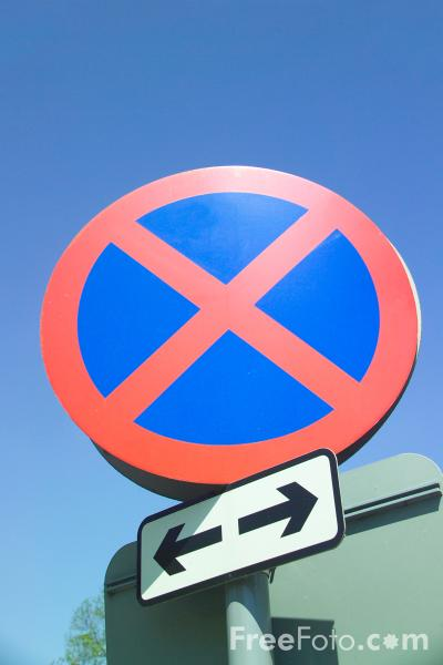 Picture of Clearway No Stopping Road Sign - Free Pictures - FreeFoto.com