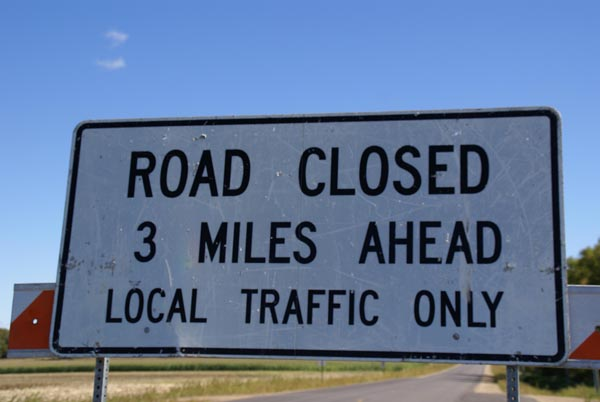 Picture of Road Closed Detour Sign - Free Pictures - FreeFoto.com