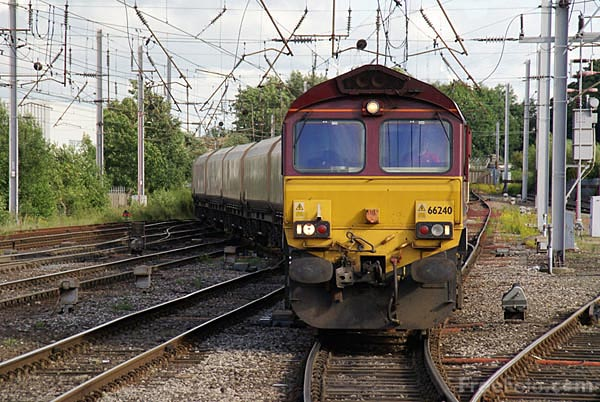 Picture of EWS Class 66 66240 - Free Pictures - FreeFoto.com