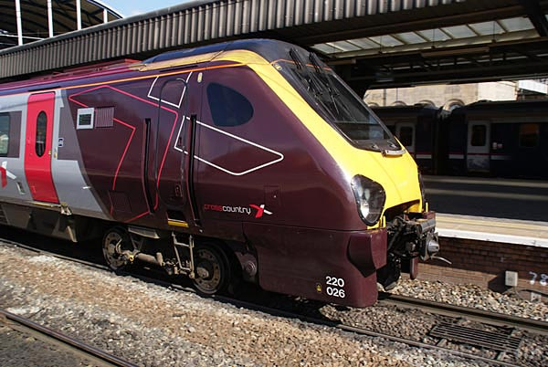 Picture of Arriva Cross Country Class 220 train - Free Pictures - FreeFoto.com