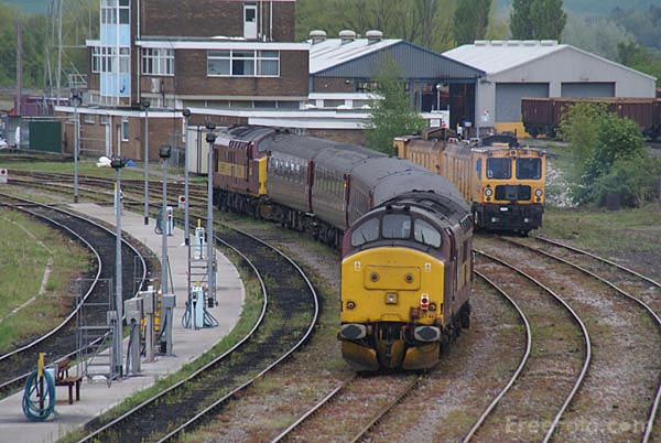Picture of EWS Class 37 37401 and 37417 - Free Pictures - FreeFoto.com
