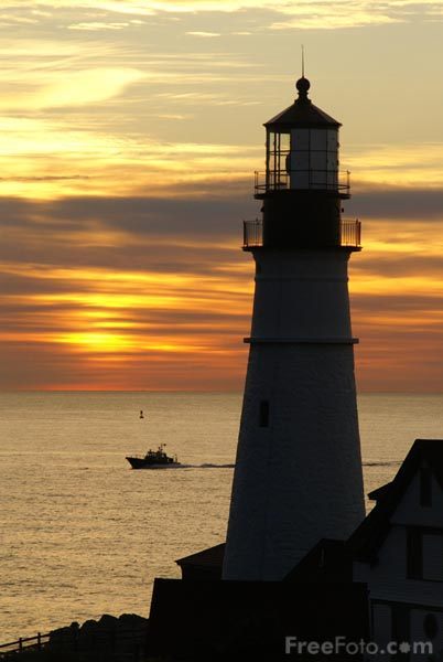 Picture of Sunrise at Portland Head Lighthouse, Cape Elizabeth, Maine - Free Pictures - FreeFoto.com