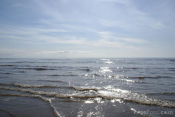 Picture of sunlight reflecting off the Irish Sea at Blackpool - Free Pictures - FreeFoto.com