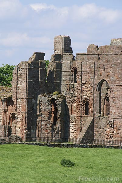 Picture of Lindisfarne Priory, Holy Island. - Free Pictures - FreeFoto.com