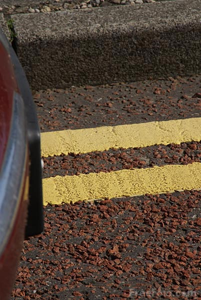 Picture of double yellow lines - Free Pictures - FreeFoto.com