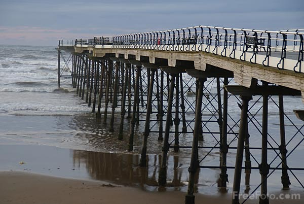 Picture of Saltburn Pier - Free Pictures - FreeFoto.com