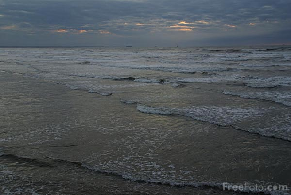 Picture of A grey North Sea at Sunset - Free Pictures - FreeFoto.com