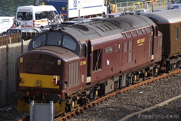 Picture of West Coast Railway Company Maroon Class 37 37248 Loch Arkaig - Free Pictures - FreeFoto.com