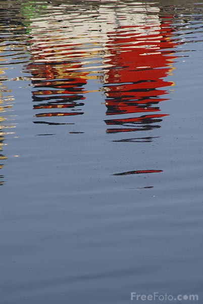 Picture of Reflections in the water - Free Pictures - FreeFoto.com