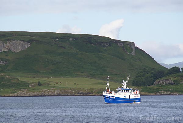 Picture of Fishing Boat in Oban Bay - Free Pictures - FreeFoto.com