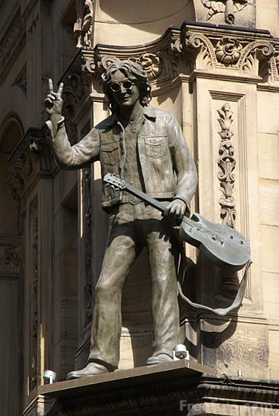 Picture of A statue of Beatle John Lennon - Free Pictures - FreeFoto.com
