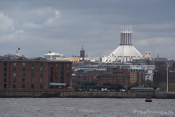 Picture of Liverpool's Catholic Cathedral, the Metropolitan Cathedral of Ch - Free Pictures - FreeFoto.com