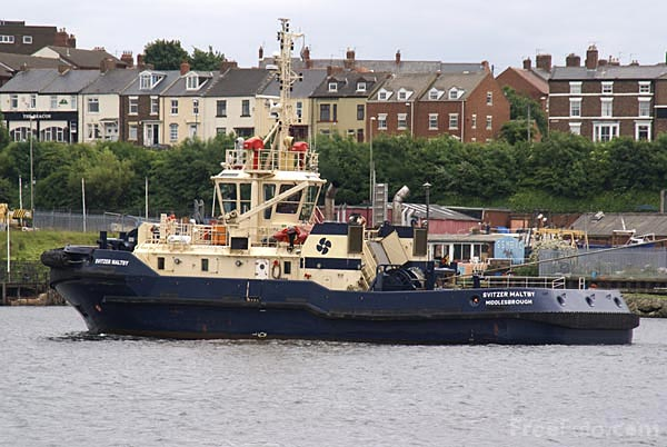 Picture of Tug Rowangarth - Free Pictures - FreeFoto.com
