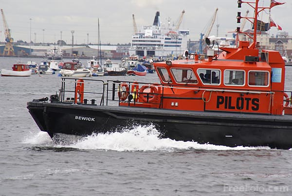 Picture of Pilot launch Bewick - Free Pictures - FreeFoto.com