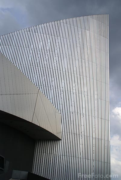 Picture of Imperial War Museum North - Free Pictures - FreeFoto.com