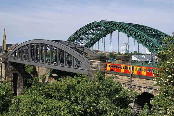 Picture of Monkwearmouth Railway Bridge - Free Pictures - FreeFoto.com