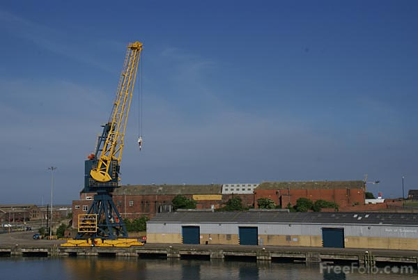 Picture of Crane, Port of Sunderland - Free Pictures - FreeFoto.com