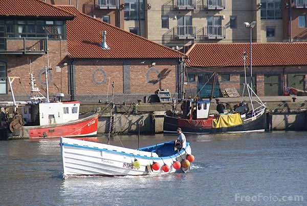 Picture of Fishing Boat, River Wear - Free Pictures - FreeFoto.com