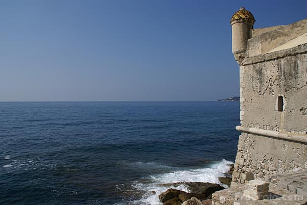 Picture of Mediterranean Sea and castle, Menton, Cote d'Azur, France. - Free Pictures - FreeFoto.com