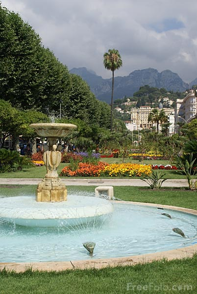 Picture of Fountain and Park - Free Pictures - FreeFoto.com