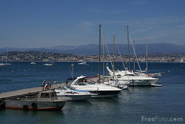 Picture of Small harbour, �le Sainte Marguerite - Free Pictures - FreeFoto.com