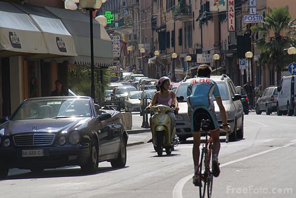 Picture of Busy street, Ventimiglia - Free Pictures - FreeFoto.com