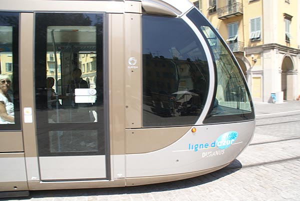 Picture of Nice Tram running on battery power - Free Pictures - FreeFoto.com