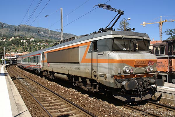 Picture of SNCF BoBo electric 22334 - Free Pictures - FreeFoto.com