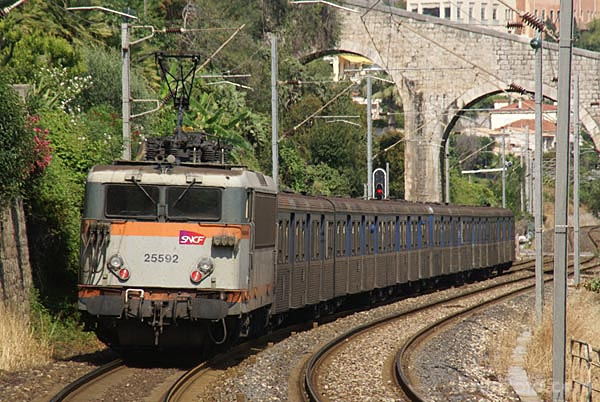 Picture of SNCF regional train (TER) - Free Pictures - FreeFoto.com