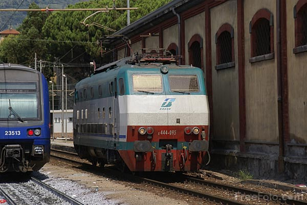 Picture of Trenitalia Italian electric locomotive FS E444R - Free Pictures - FreeFoto.com